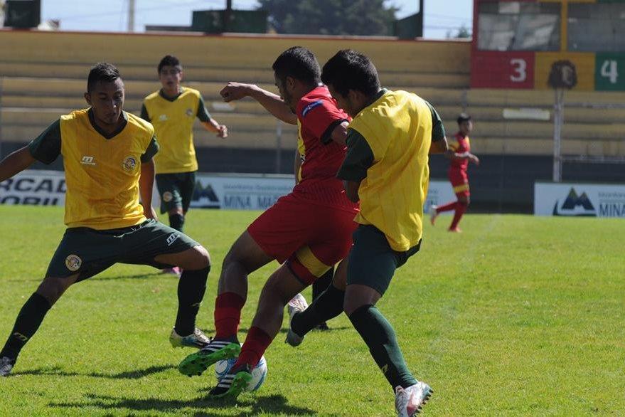 Marquense ganó el duelo amistoso ante Rosario FC 3-0. (Foto Prensa Libre: Aroldo Marroquín)