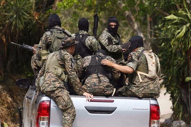 Los ataques entre fuerzas policiales y pandilleros han aumentado en El Salvador. (Foto: Cortesía de La Prensa Gráfica)