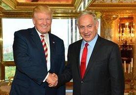 Trump saluda a Benjamin Netanyahu, en Nueva York en septiembre del 2016.