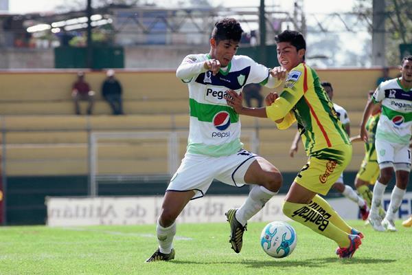 Marquense tuvo oportunidades de gol pero el cuadro antigüeño logró evitar sorpresas. (Foto Prensa Libre:Aroldo Marroquín)