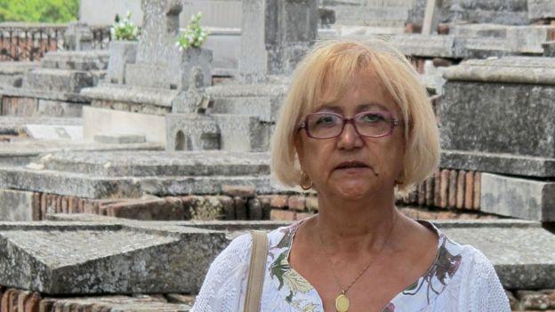 Manoli Pagador es una madre que está convencida de que su primer hijo sigue vivo , a pesar de que hace 40 años los médicos le dijeron que había muerto al nacer y lo habían enterrado.