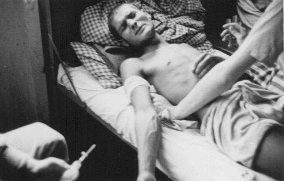 Fotografía de archivo que muestra cómo los nazis efectuaban experimentos con judíos en el campo de concentración de Dechau. (Foto Prensa Libre: Hemeroteca PL).
