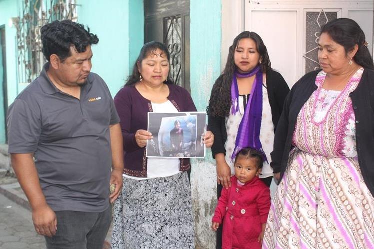 Los hermanos Mateo, Amalia, Ana y Camila Macario, con quienes creció Jaqueline Catinac. (Foto Prensa Libre: Fred Rivera)