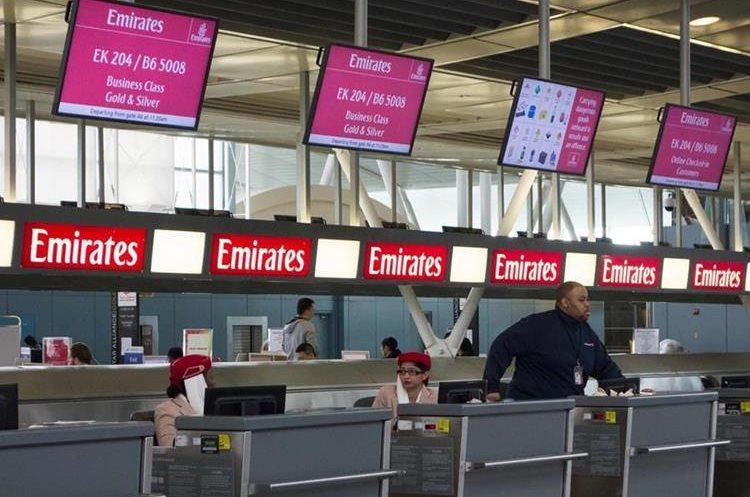 La prohibición se aplicará en vuelos directos hacia Estados Unidos procedentes de 10 aeropuertos. (Foto Prensa Libre: AFP)