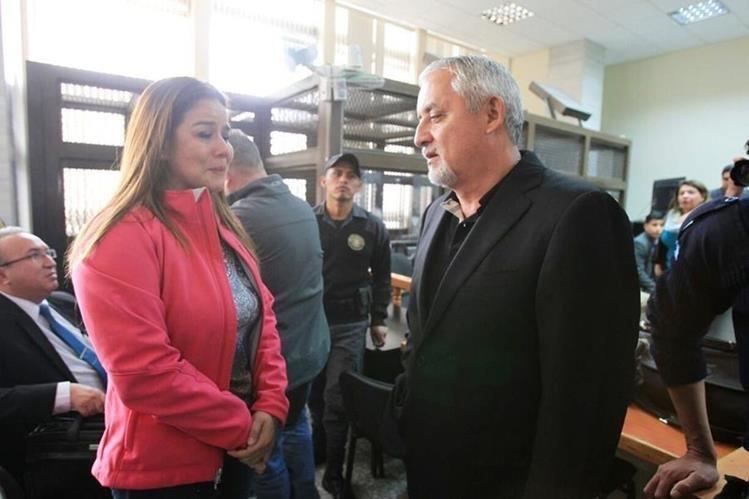 Otto Pérez Molina y Claudia Méndez,dos de los señalados en la estructura La Línea. (Foto Prensa Libre: Esbin García)