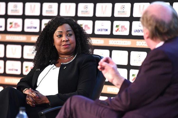 La Secretaria General de la FIFA Fatma Samoura durante su participación en la convención global Soccerex 2016 en Manchester, Inglaterra. (Foto Prensa Libre: AFP)