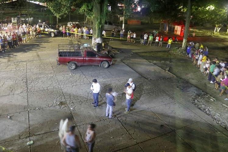 Lugar donde ocurrió el ataque armado contra los tres policías municipales en la zona 4 de Retalhuleu. (Foto Prensa Libre: Rolando Miranda).