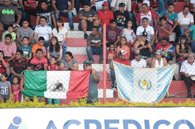Los mexicanos le han tomado cariño a Malacateco por Luis Ángel Landín. (Foto Prensa Libre: Raúl Juárez)