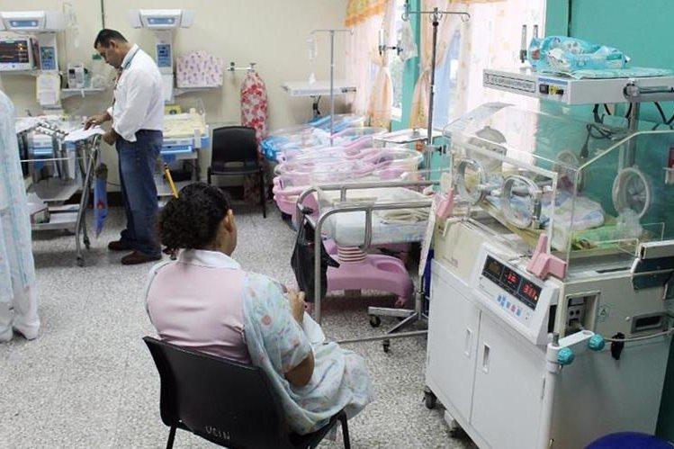 Excremento localizado en una de las cunas del hospital. (Foto Prensa Libre: Cortesía PDH).