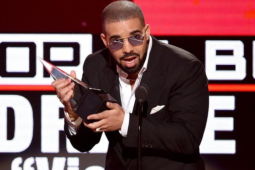 El rapero canadiense Drake triunfó en las categorías de mejor artista rap y hip hop y mejor álbum rap, entre otras.