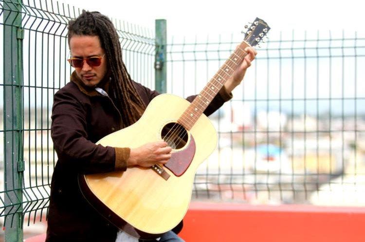 El cantautor dominicano Vicente García trabaja en la composición de nuevas canciones. (Foto Prensa Libre: Keneth Cruz)