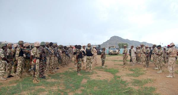 <em>Pistoleros de Boko Haram mataron al menos a 43 personas y quemaron tres aldeas en el noreste de Nigeria. (Foto Prensa Libre: AFP).</em>