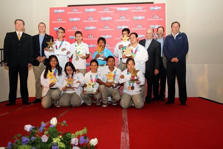 Atletas de Olimpiadas Especiales fueron galardonados en las instalaciones del complejo José Mariano Arzú. (Foto Prensa Libre: Carlos Vicente)