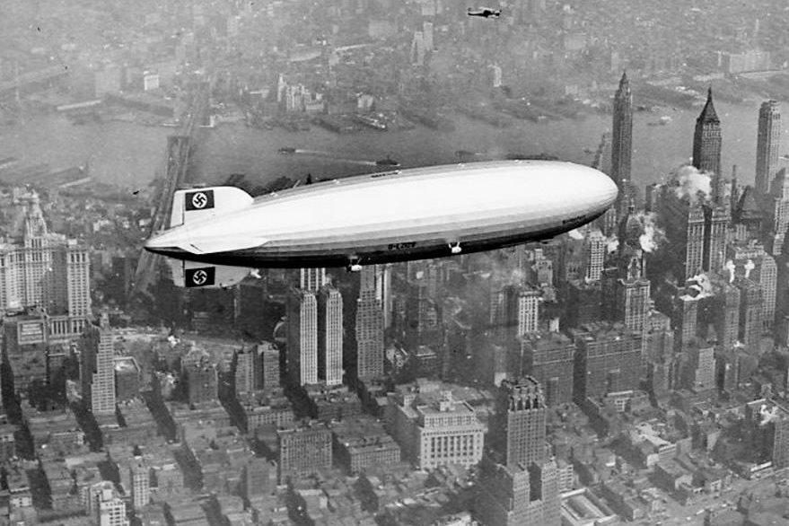 El dirigible Hindenburg sobrevuela Nueva York en 1937. (Foto: Internet)