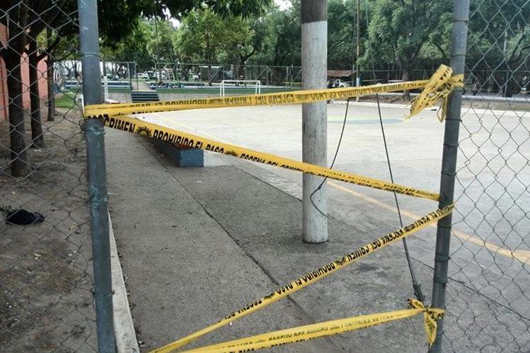 Tres muertos y ocho heridos dejó un tiroteo en unas canchas polideportivas en la zona 12. (Foto Prensa Libre: Estuardo Paredes)
