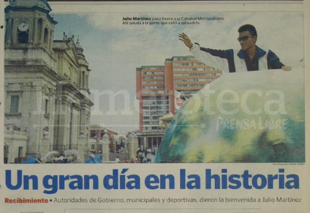Martínez fue recibido con gran júbilo al retornar de Alemania en 1999 tras haber establecido el récord mundial en 20 kilómetros marcha. (Foto: Hemeroteca PL)