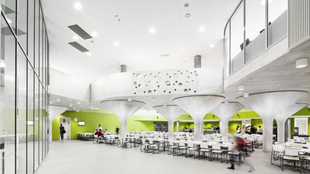 """El concepto del """"open-plan"""" debe ser entendido de forma amplia, no sólo arquitectónicamente, sino también pedagógicamente. KUVATOIMISTO KUVIO OY"""