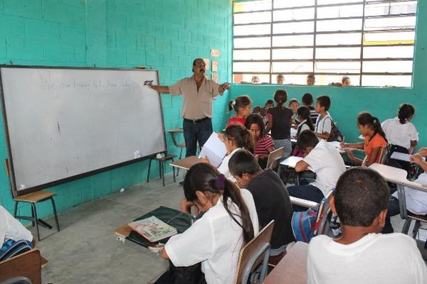Los votantes de la encuesta virtual consideran que el Estado debe invertir más en educación, aunque señalaron en sus comentarios que seguridad, salud y empleo son también importantes. (Foto Prensa Libre: Hemeroteca PL)