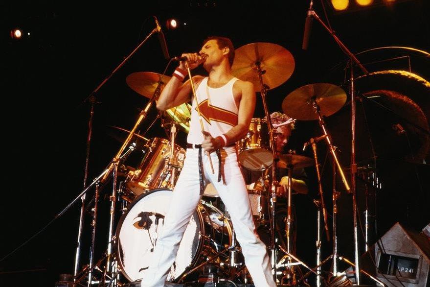 Queen durante un concierto en el Reino Unido en junio de 1982. (Foto: Getty Images)