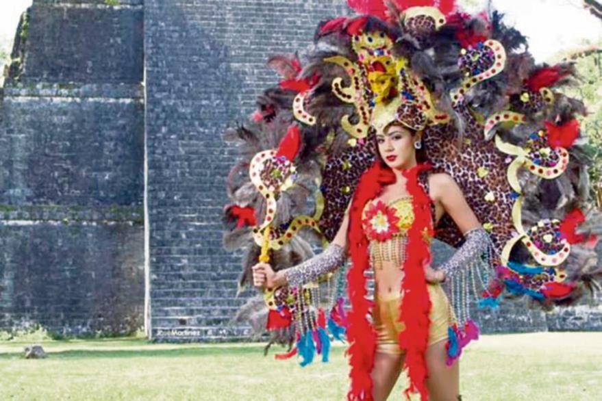 Miss Guatemala  2015 en una sesión de fotos en Tikal, Petén.