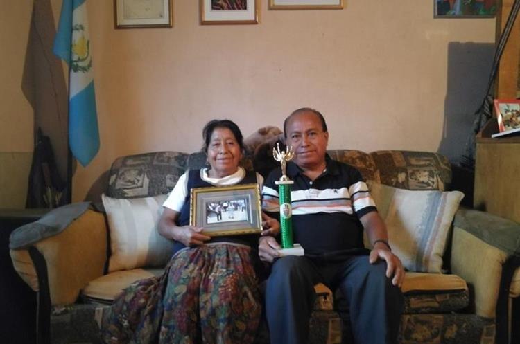 Han recibido premios en concursos de baile de marimba.(Prensa Libre:cortesía)