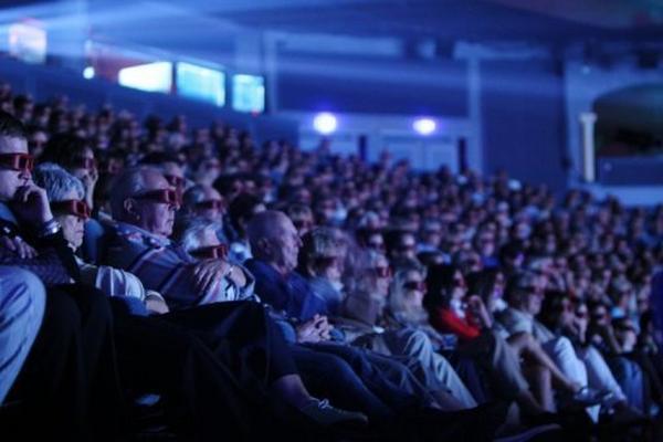 <p>Función de cine en 3D en Deauville, noroeste de Francia. (AFP).<br></p>
