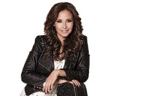 cantante mexicana se da a conocer como solista con álbum de rock pop.