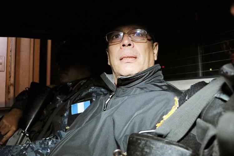 René Villavivencio es trasladado al Centro Regional de Justicia de Quetzaltenango. (Foto Prensa Libre: Carlos Ventura)