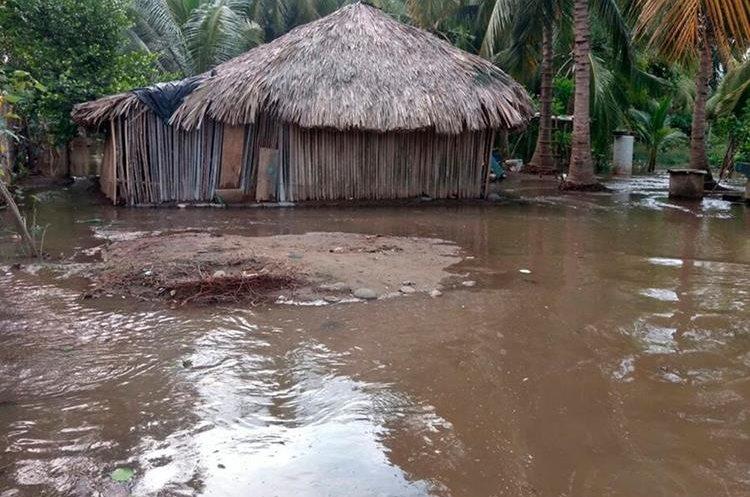 El desbordamiento de los ríos es la principal causa de inundaciones en los municipios de la zona costera de San Marcos. (Foto Prensa Libre: Whitmer Barrera)