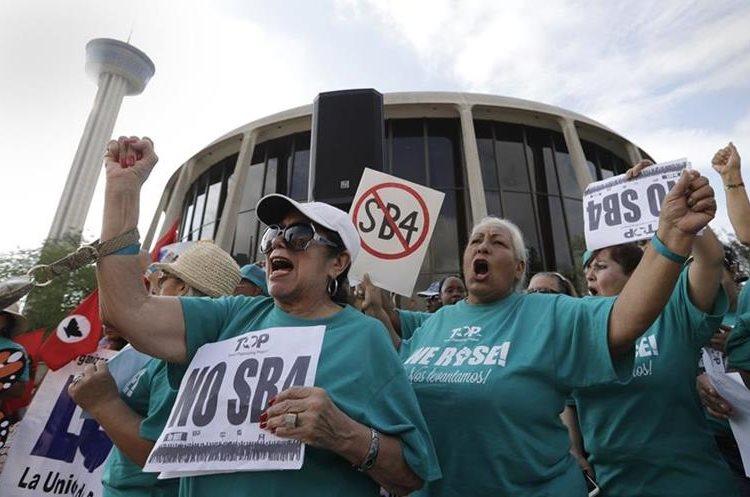 Las políticas antimigratorias de Trump han causado fuertes protestas. (Foto Prensa Libre: AP)