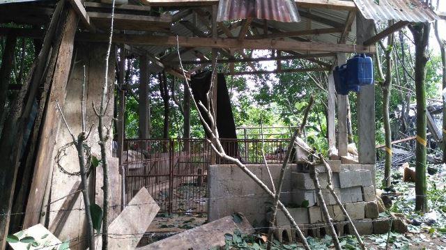 Varias casas resultaron dañadas por la explosión que se registró en una residencia de Coatepeque. (Foto Prensa Libre: Alexander Coyoy)