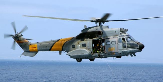 Una patrullera marroquí rescató con vida a los tres tripulantes del helicóptero militar.(Foto Prensa Libre: Internet).