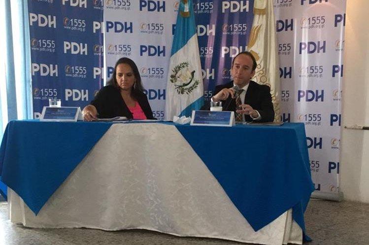 El procurador de Derechos Humanos, Jorge de León Duque, presenta el informe en la sede de la institución. (Foto Prensa Libre: PDH)