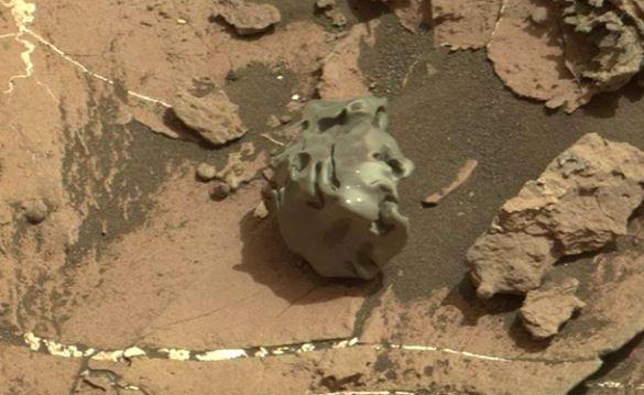 Imagen de la extraña roca descubierta por Curiosity. (Foto Prensa Libre: hngn.com).