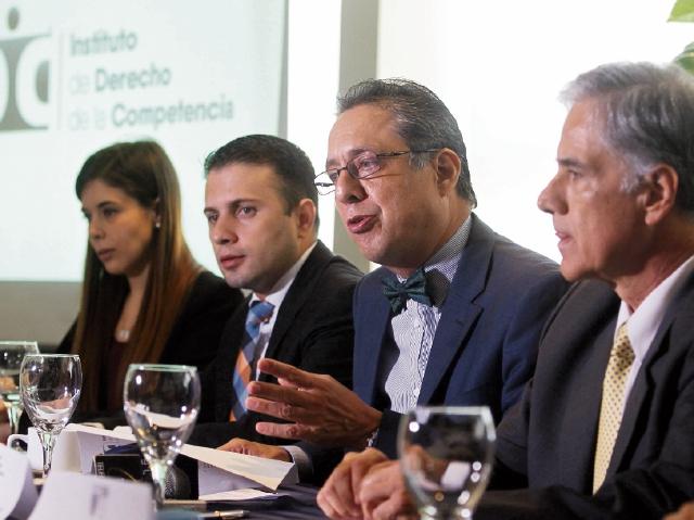 Directivos del Instituto de Derecho de la Competencia informaron sobre inconformidades de las últimas modificaciones de la ley del sector. (Foto Prensa Libre: Alvaro Interiano)