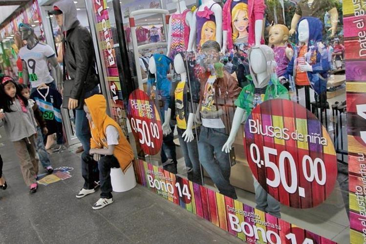 La economía del país se ve reactivada por el pago del bono 14 y aumenta el dinero en circulación.