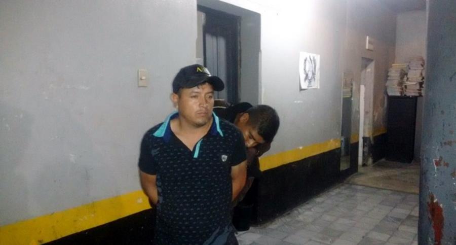 Manuel Ramos Guarcas, funcionario edil de Joyabaj es sindicado de portación ilegal de arma de fuego. (Foto Prensa Libre: Óscar Figueroa).