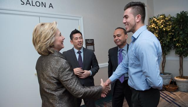 El chiquimulteco saluda a Hillary Clinton, candidata  demócrata  a la Presidencia de EE. UU. (Foto Prensa Libre: Cortesía)