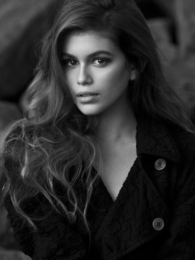 Kaia Gerber, la hija de Cindy Crawford tiene 14 años y ya firmó contrato de modelo con una de las compañías más famosas de la industria de la moda. (Foto Prensa Libre: Tomada de IMG Models).