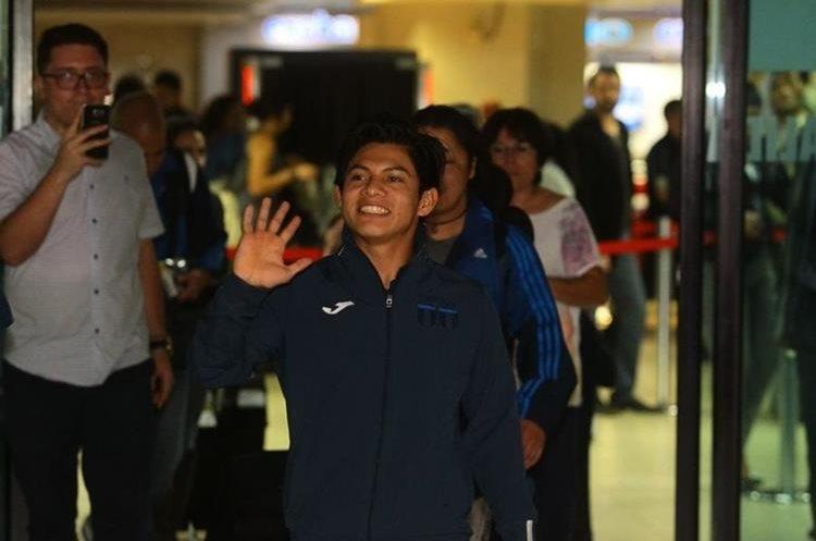 El recibimiento para Jorge Vega en el aeropuerto La Aurora fue histórico.