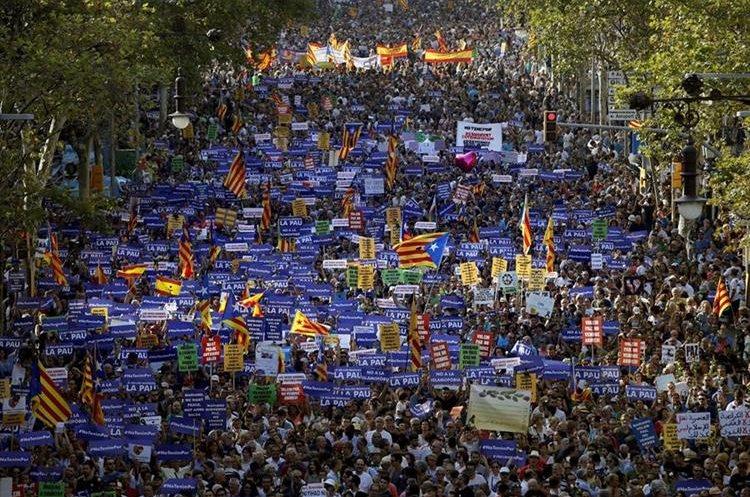 """La manifestación contra los atentados en Cataluña que bajo el eslogan """"No tinc por"""" (No tengo miedo).(EFE)."""