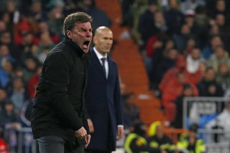 Dieter Hecking exigió a sus jugadores para intentar revertir el resultado frente al Real Madrid. (Foto Prensa Libre: EFE)