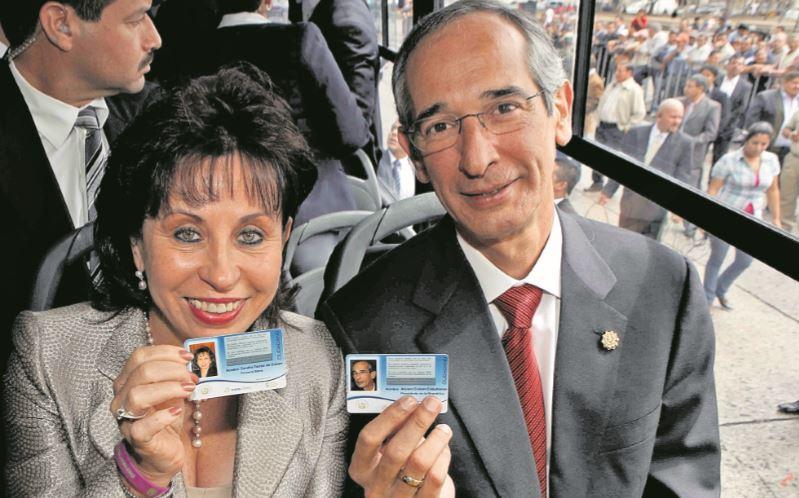 En el 2010, Sandra Torres y Álvaro Colom asistieron al lanzamiento del proyecto de Transurbano. (Foto: Hemeroteca PL)
