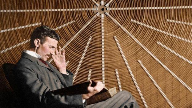 Nunca lo sabremos, pero quizás Nicola Tesla está arrugando los dedos de los pies dentro de sus zapatos (SCIENCE PHOTO LIBRARY).