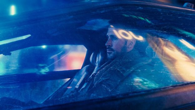 El personaje de Ryan Gosling, Blade Runner Oficial K, debe encontrar a Rick Deckard, interpretado por Harrison Ford, en Blade Runner 2049 (Foto: Alcon Entertainment)