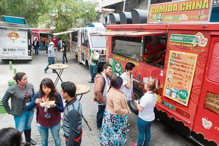 Es común ver en varias zonas de la ciudad los camiones que venden diversidad de comida.