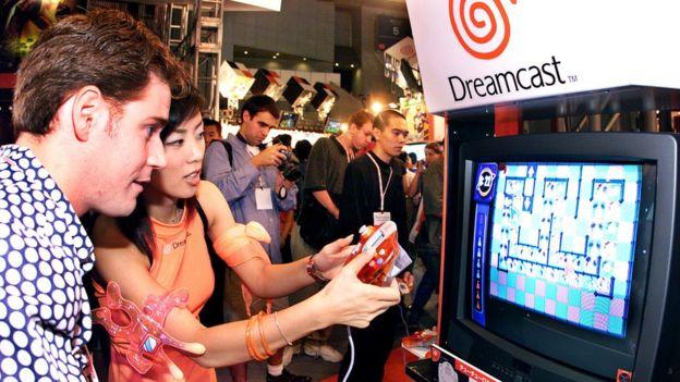 La Dreamcast de Sega solo tuvo éxito al principio. Después se convirtió en un fracaso. (GETTY IMAGES)