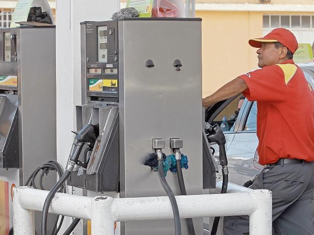 El consumo de diésel ha sido mayor este año, pero la factura ha bajado. (Foto Prensa Libre: Hemeroteca PL)