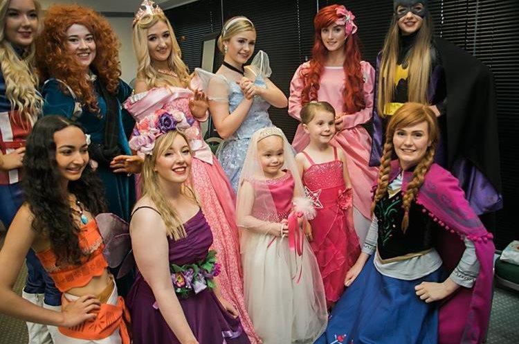 Las princesas acudieron a la ceremonia. (Foto Prensa Libre: Eileidhs Journey)