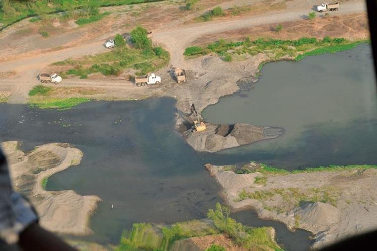 Los ríos de la Costa Sur son los que muestran más evidencias de la reducción de sus caudales, por la escasez de lluvias y los desvíos. (Foto Prensa Libre: Hemeroteca PL)